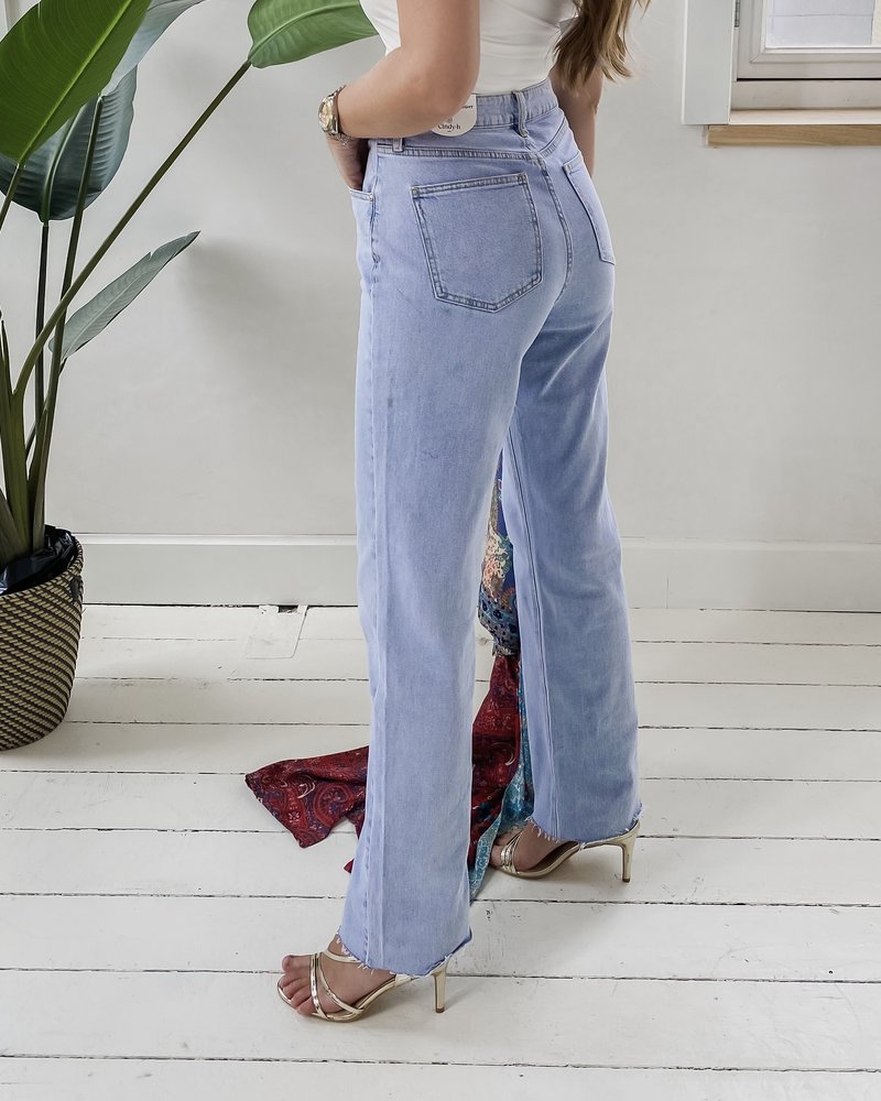 Blue straight must have jeans