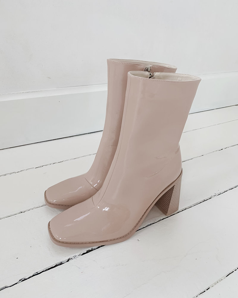 Nude Lak Boots