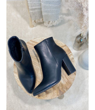 Matted ankle boots