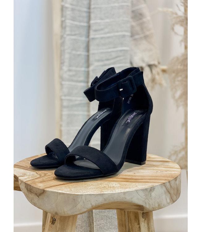 Black suéde heels