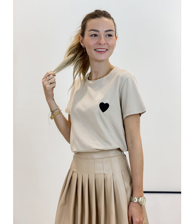 Black heart t-shirt taupe