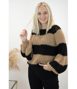 Knitted stripe sweater - camel/black