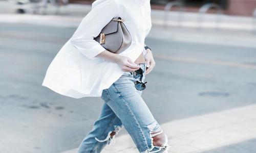 Lichtgebleekte jeans.... hoe combineer je die?