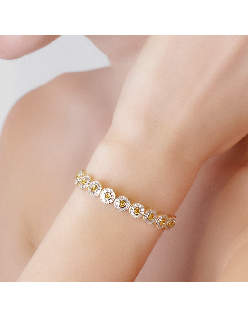 Shanhan Moon Bangle in Narcissus