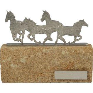 BEL608 standaard paard op steen