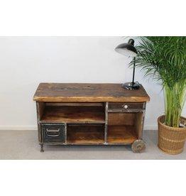 Industriële TV meubel met wieltjes