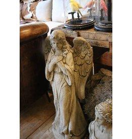 Betonnen Engel staand met de Arme over elkaar