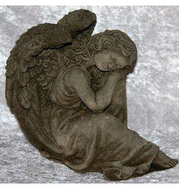 Betonnen Engel Liggend op haar been