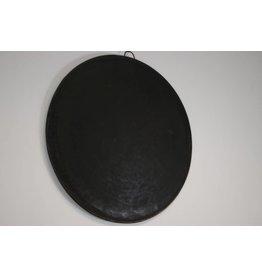 Zwarte bakplaten rond metaal doorsnee 48 cm.