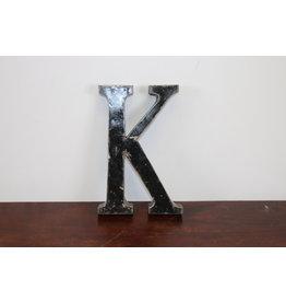 MIDDEL Grote metalen letter ZWART K