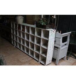 Oude Witte Vakkenkast sorteerkast Room divider schoenenkast