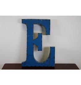 Grote metalen letter Licht BLAUW E