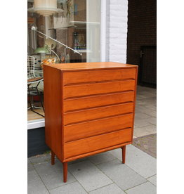 Scandinavies design chest of drawers