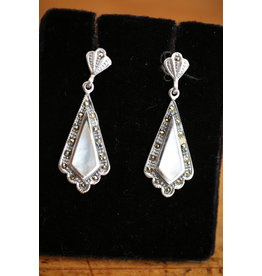 Silver earrings with pearl and markasietjes