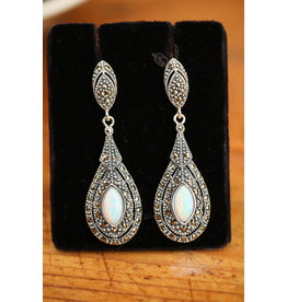 Silver earrings with Opal and markasietjes