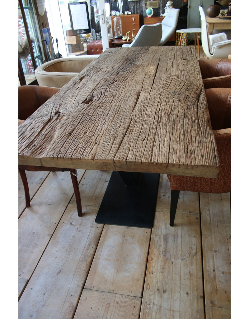 Eettafel Large dining table of French wagon parts old oak.van wagondelen oud eiken.