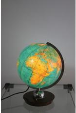 Wereldbol met lampje en houtenvoet
