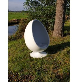 Egg cocoon chair relax chair covered with white leather on the inside.