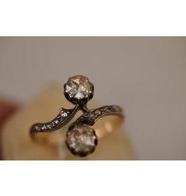 14 Krt Geelgouden ring met  2 grote Roosdiamanten