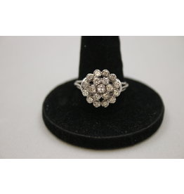 18 kt white gold ring with 19 diamonds over 2.75 ct in total