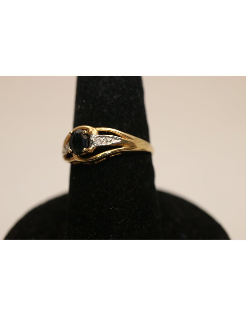 14 kt Yellow Gold Ring with Sapphire and 2 Diamonds