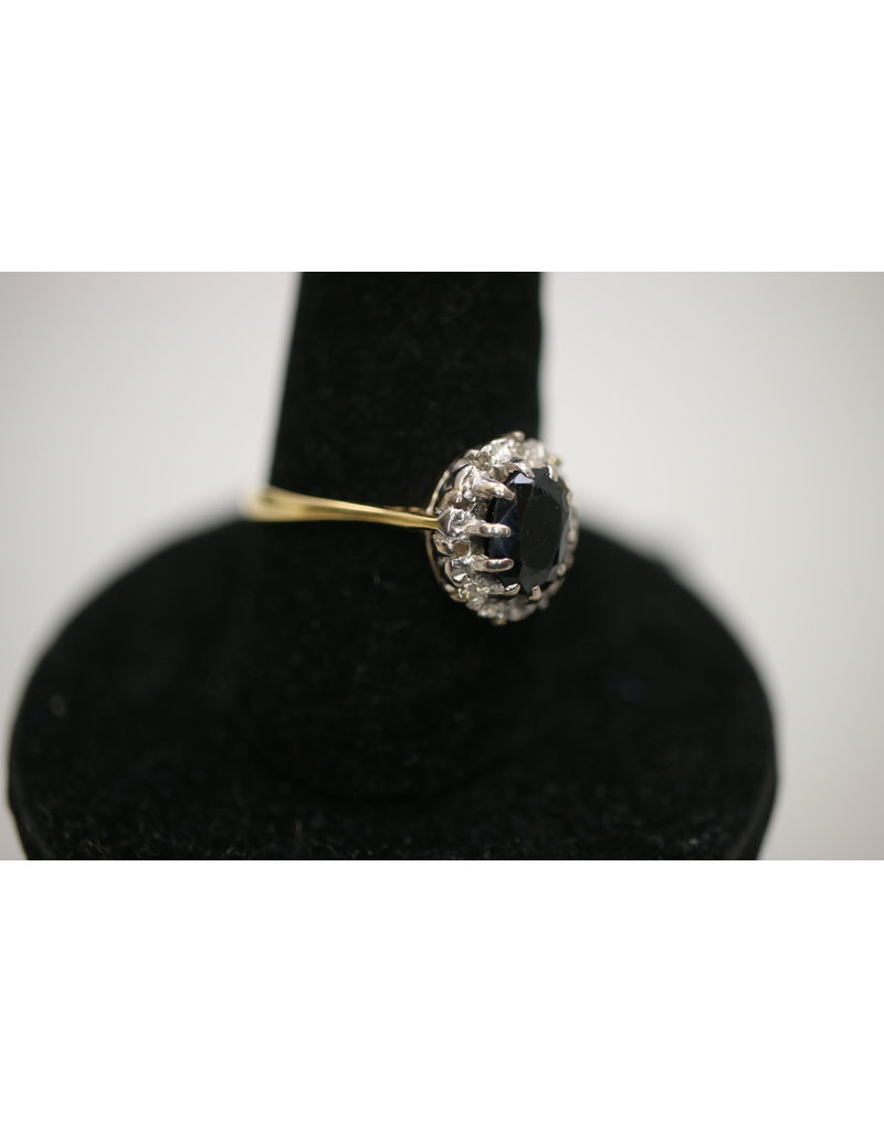 18 Kt Yellow gold ring with sapphire and diamonds all around