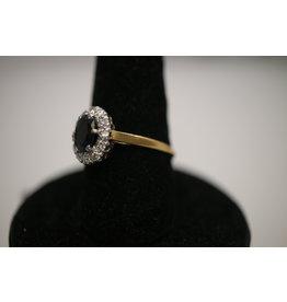 18 Kt Geelgouden ring met Saffier en rondom heen diamantjes