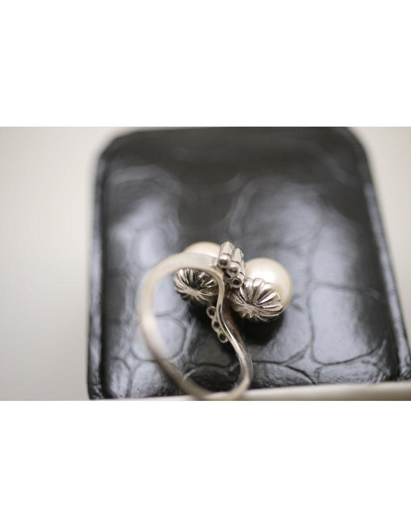 14 kt Wit Gouden ring met 2 Parels en 6 Diamantjes