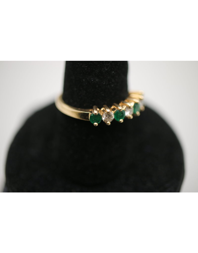 18 kt yellow gold ring with emerald and diamonds