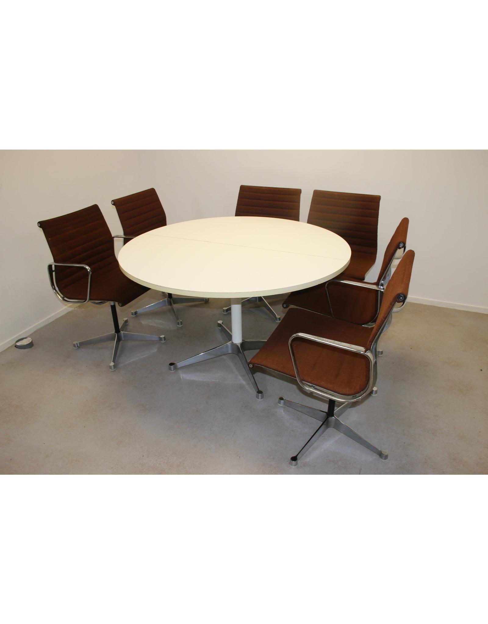 Charles & Ray Eames and Herman Miller  Tafel met 6 Stoelen