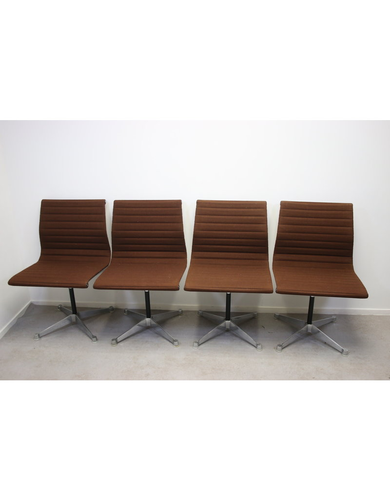 Charles & Ray Eames and Herman Miller Table with 6 Chairs