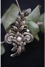 18 KT Yellow Gold Silver Brooches with Pearl and Diamonds