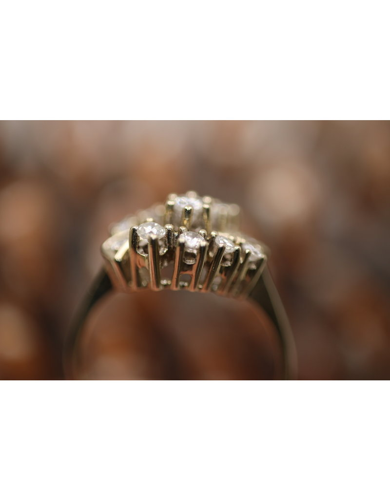 14 kt yellow gold ring with 11 diamonds