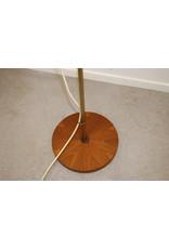 Scandinavische Design vloerlamp met Teakhout voet en scharnierpunt
