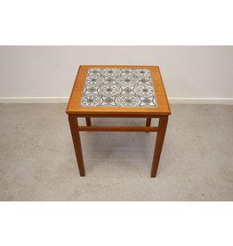 Scandinavische klein bijzet tafeltje met Tegels ingelegd