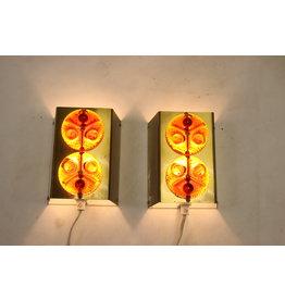 Scandinavische Metalen wandlampjes met oranje rood glazen