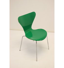 Model 3107 dining table chair green by Arne Jacobsen 1979