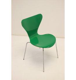 Model 3107 eettafel stoel groen van Arne Jacobsen 1979