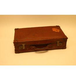 Oude lederen Engelse reiskoffer met sticker