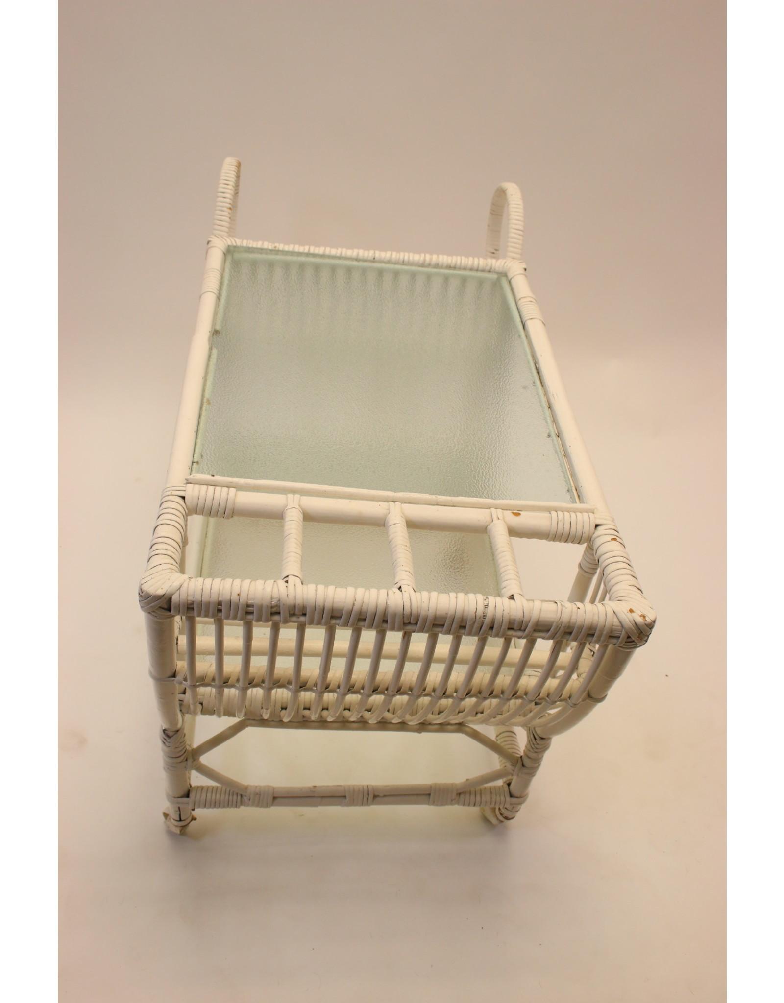 Vintage witte rotan trolley