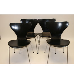 Arne Jacobsen set van 4 vlinderstoelen model 3107
