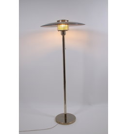 Grote vloerlamp naar model van Louis poulsen Denmark 1980