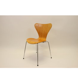 Arne Jacobsen butterfly chair Model 3107