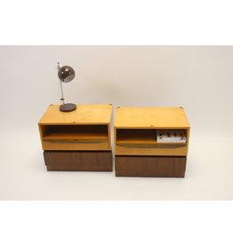 2 Vintage jaren60 nachtkastjes met lade en een verborgen lade.