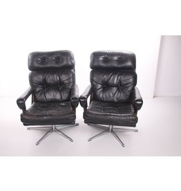 Black German cowleather swivel armchairs with rosewood