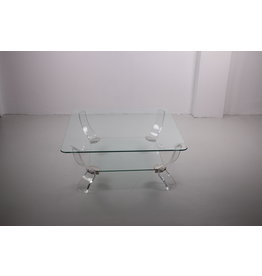Salontafel van plexiglas met zware glasplaat.