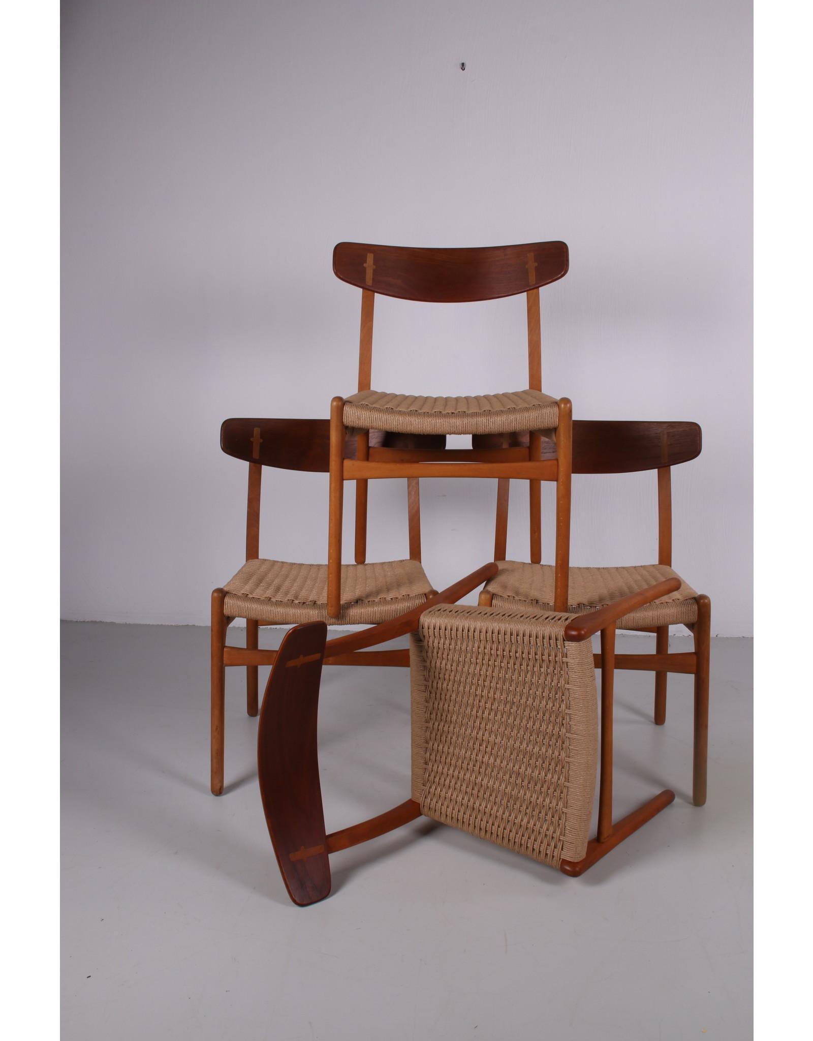 hans wegner Set van 4 Hans Wegner eetkamer stoelen model CH23