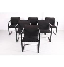 Italiaanse Moderne eetkamerstoel van metaal en mooi zwart stof.