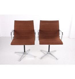 Herman Miller model ea 108  eames chair draaibaar