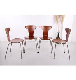 Vintage Arne Jacobsen Mosquito 3105 stoel set van 4 gemaakt door Fritz Hansen 1950s.